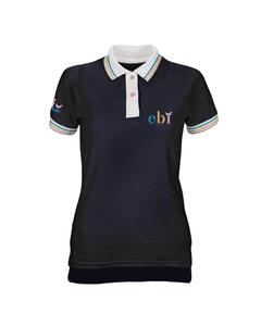 Camisa polo azul EBI em Ação Coordenadora com detalhes brancos com listas coloridas nas mangas e na gola frente